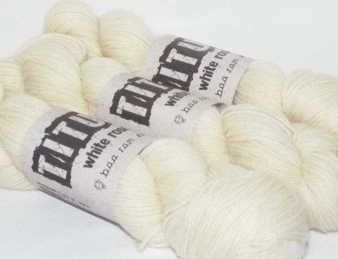 Titus White Rose 4 Ply